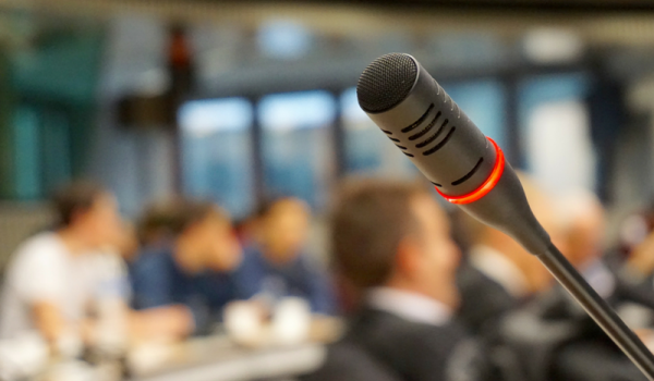 ¿Por qué tengo miedo a hablar en público?
